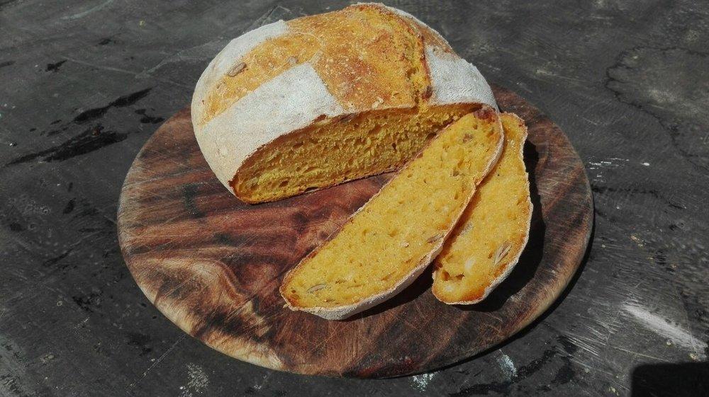 Крестообразный разрез. Хлеб просто раскрылся равномерно.