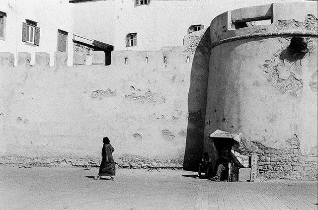 #morocco b&w #filmphotography #ilfordhp5 #prakticamtl5