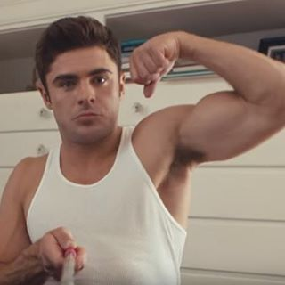 @zacefron knows how to work a #SelfieOnAStick @funnyordie #gunshow #selfiestick