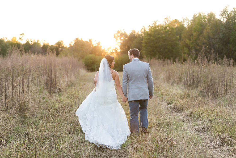 My favorite country wedding to date! Country weddings are not typically my cup of tea, but I think I might be hooked after Felecia and Cal's gorgeous wedding with  J Blanch Photography ! I can definitely get used to these sunsets and more of this scenery.  Bring on the country brides!