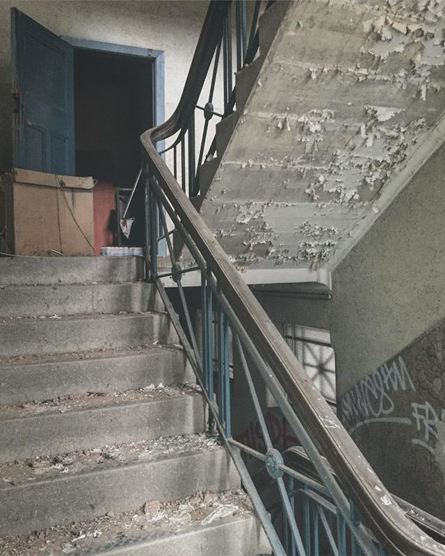 1930s staircase in the Typhoo building in Digbeth.  ___________________________________ #hiddenbrum #hiddenspaces #BirminghamUK #abandonedplaces #staircase #derelict #igersbirmingham #bhamgram #iluvbrum #thisisbham #birminghamlife