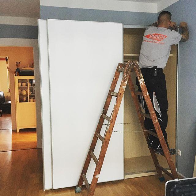 Wenn der Kunde es wünscht bauen wir nach dem Malern auch die Möbel auf.  #handwerk #leipzig #leipziglove #design #wallart #wallpaper #homedecor #decoration #designideas #wallcolor #walldecor #shabbychic #leipzigdesign