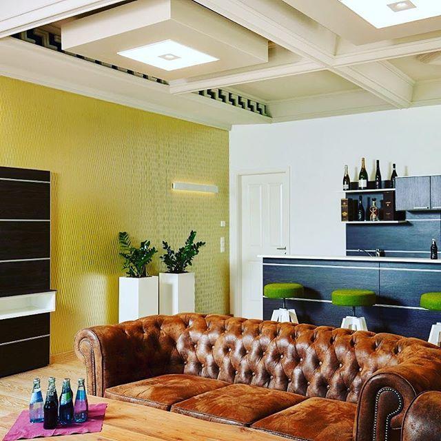 Wallpaper in the Lounge.  #interiordesign #design #wallcovering #wallpaper #interior #leipzig #leipziglove #handwerk #leipzigliving #luxurylifestyle #luxury #luxuryhomes #wallpaper #wallcoverings #decor #designerwallpaper #raumausstattung #vintage #shabbychic #omexco #raumgestaltung #interiors