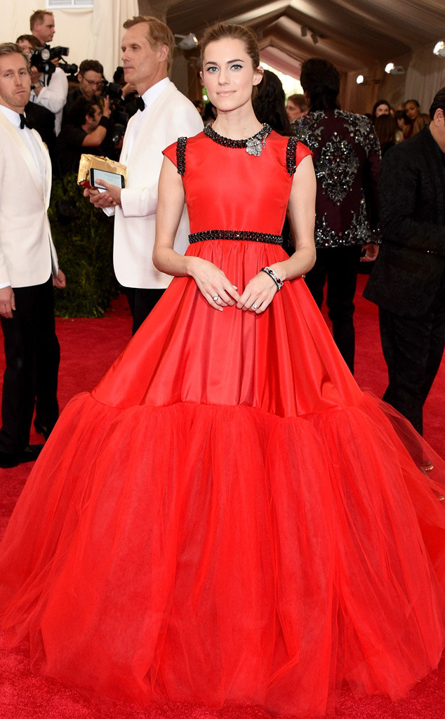 Allison Williams in Giambattista Valli Haute Couture