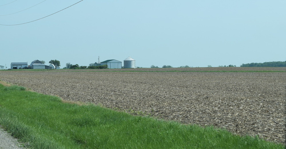 This is what I figured Ohio would look like. Looks like The Imperial Valley with grass on the sides of the road instead of alkali.