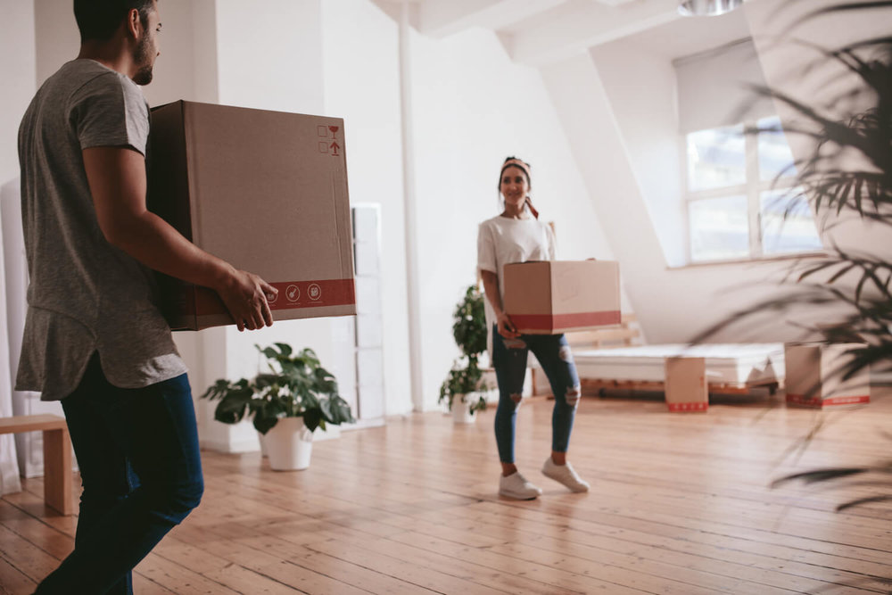 couple moving - multifamily moving tips