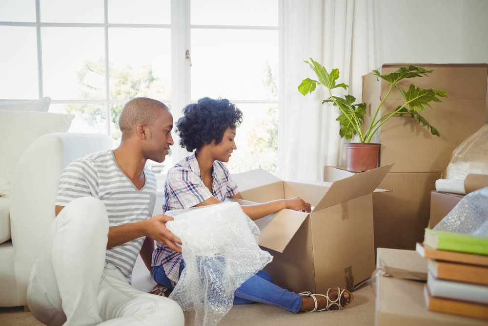 couple unpacking - how to choose a moving company