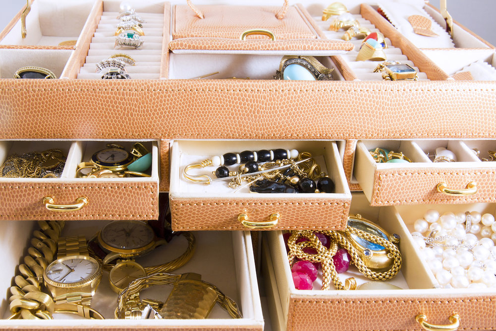 jewelry-in-jewelry-box_how-to-pack-jewelry-for-moving