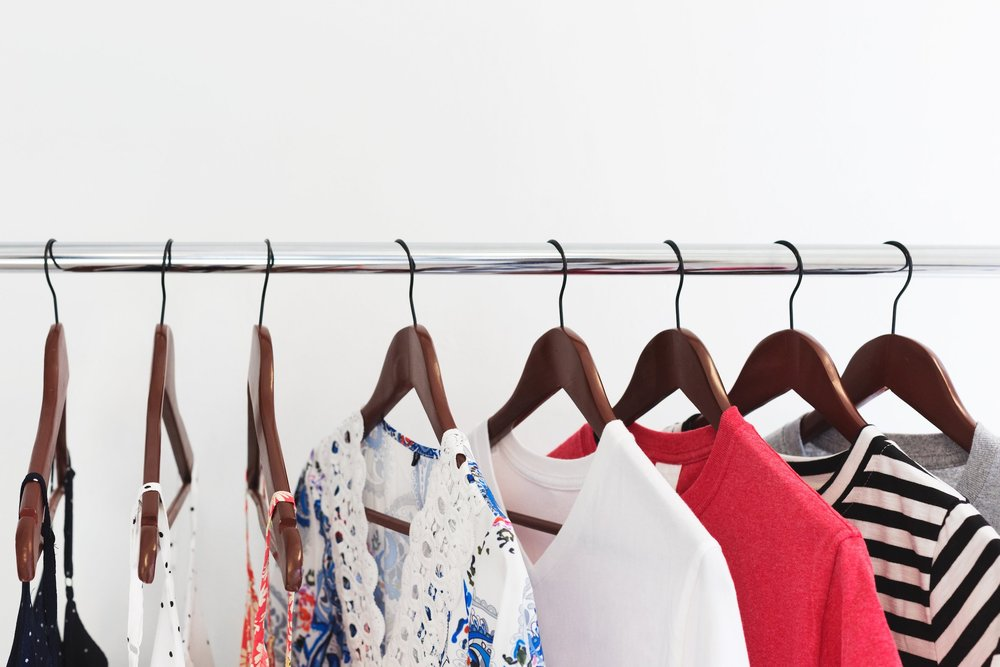 womens-clothes-on-rack_long-distance-moving-tips