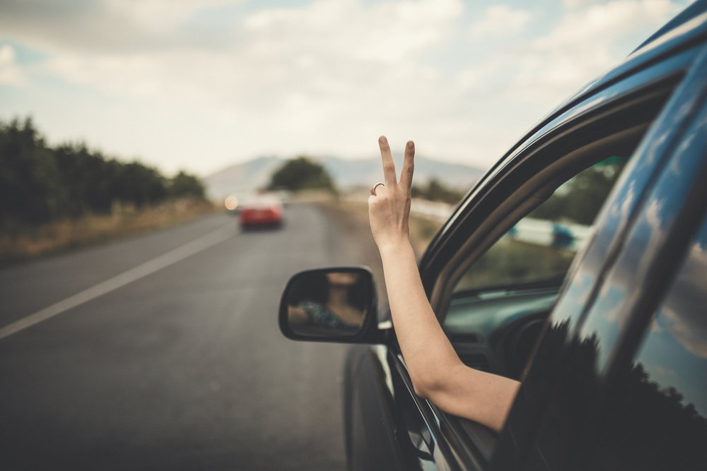 girl-driving-to-new-home_long-distance-moving-tips