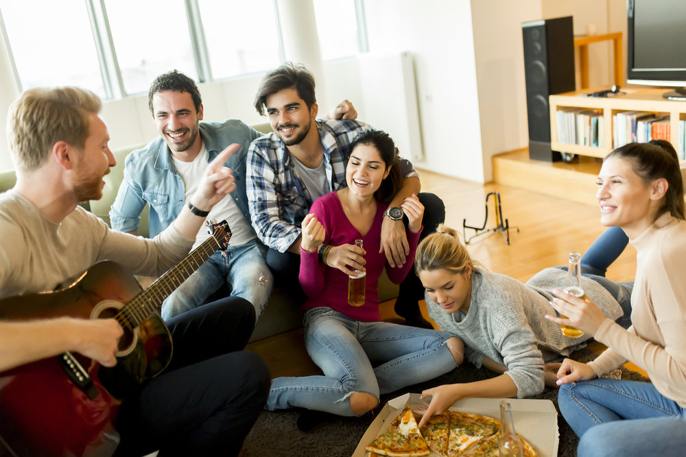 friends-hanging-in-apartment_how-to-rent-an-apartment-for-the-first-time.jpg