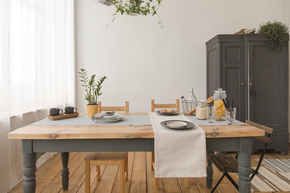rustic-dining-table_how-to-choose-hardwood-floor.jpg