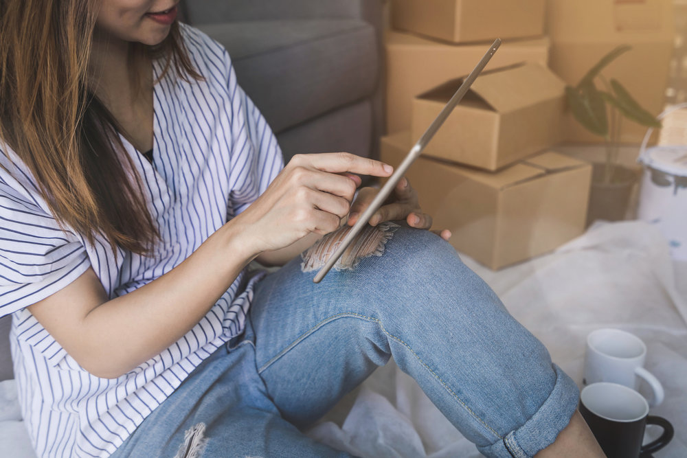 woman-budgeting-on-app_moving-out-for-the-first-time-checklist