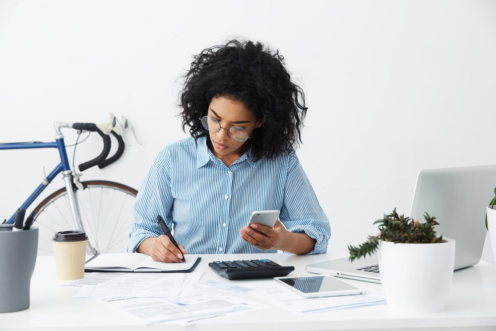 woman-desk_how-much-should-you-pay-for-rent.jpg