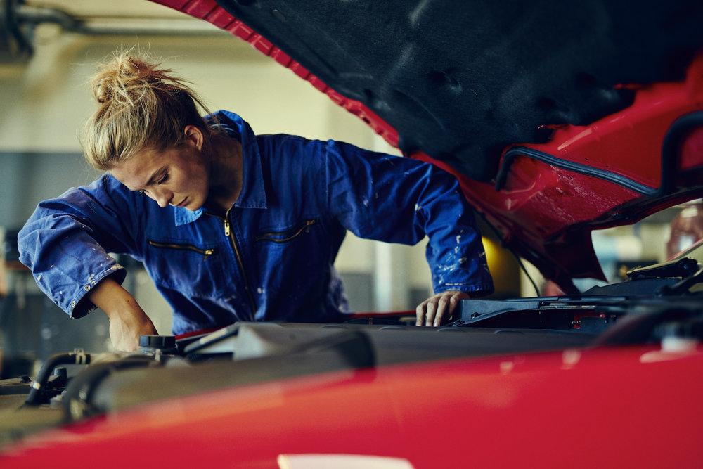 female-mechanic_how-to-find-a-good-mechanic.jpg