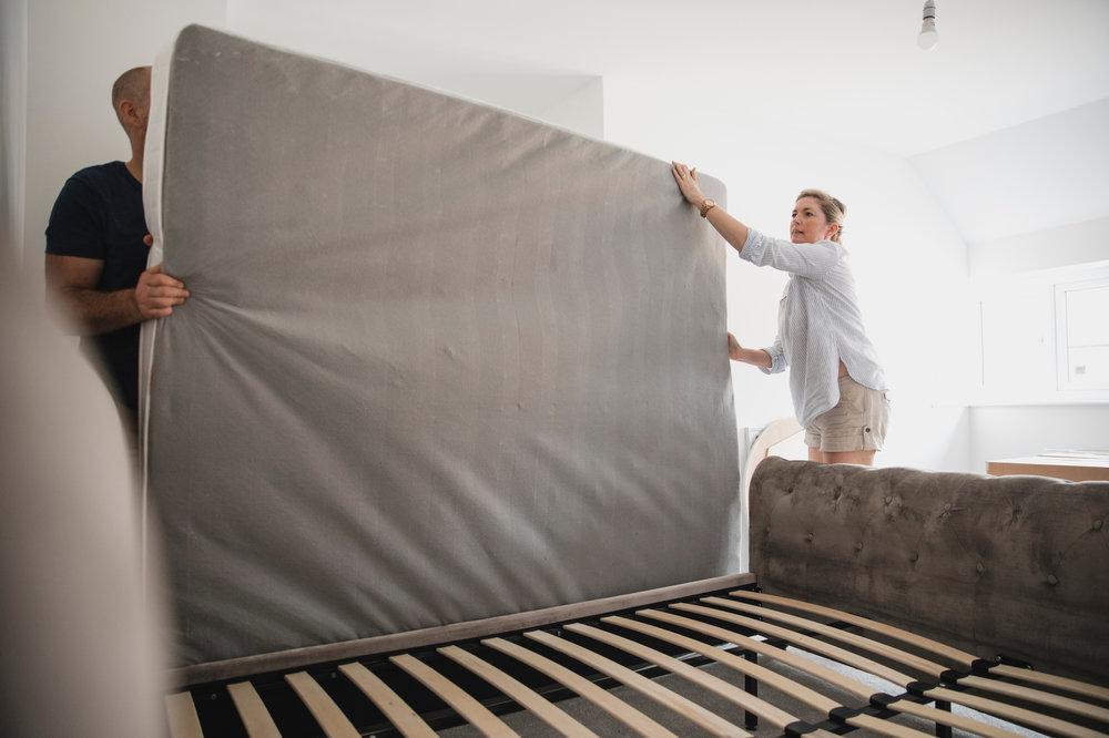 lifting-mattress_how-to-move-a-mattress.jpg