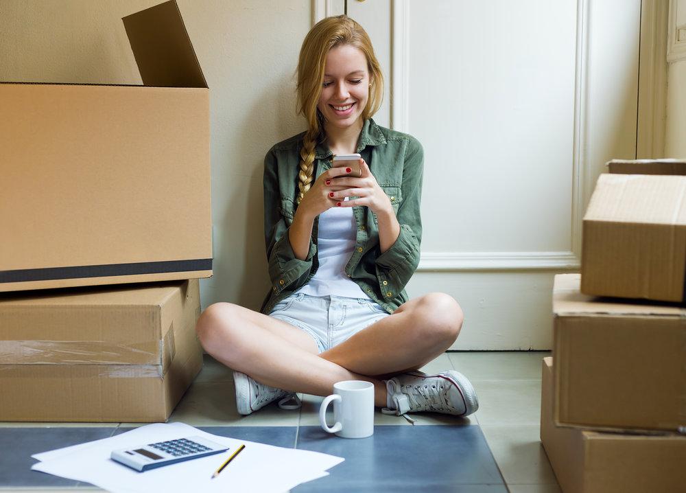 girl-phone-gen-z-renters