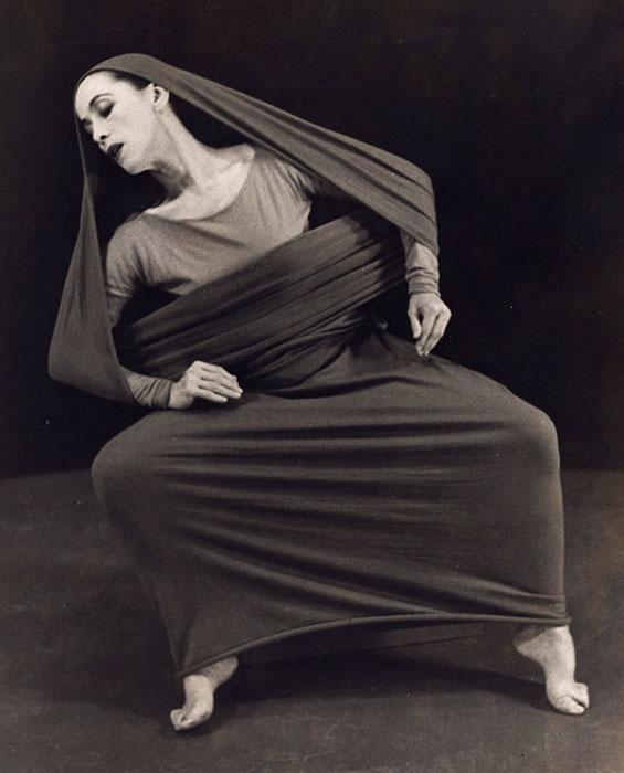 Martha Graham in Lamentation, No. 6