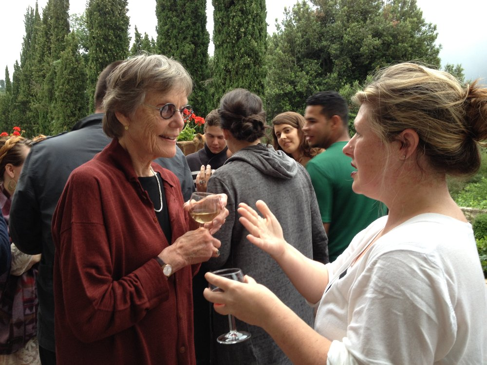 Alison Hildreth at Spannocchia speaking with IDSVA student Lisa Williamson. Photo by Simonetta Moro
