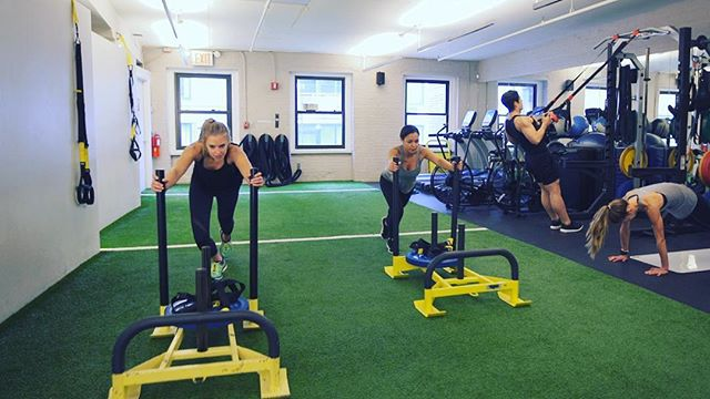 12 DAYS OF SWEATMAS CONTINUES!!!! Want to try one of Manhattan's best fitness hidden gems?! @bodyspacenyc is offering a 6-pack of classes (which may just result in a six pack for you)! Follow these steps to be entered to win 👉🏻 1. Follow @bodyspacenyc on Instagram. 👉🏻 2. Subscribe to our newsletter at sweatlifenyc.com 👉🏻 3. Tag a friend you are going to totally share one of your classes with as working out is always more fun with a buddy - and hey, it's the season of giving after all! Good luck! #sweatlife #12daysofsweatmas #12daysofgiveaways #health #wellness #fitness #workout #strength #6pack #holidays #tistheseason #nyc
