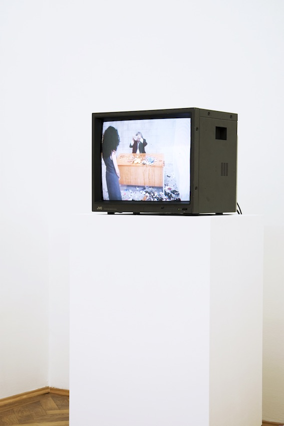 Jimmie Durham, Smashing, 2004, digital video transferred to DVD, 1 h,31 min, 52 sec