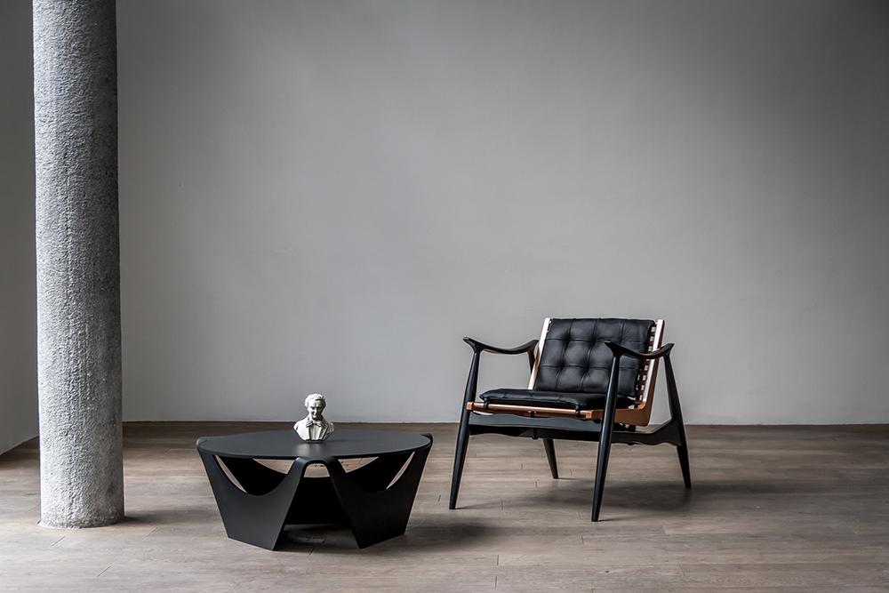 Luteca-Nanagona-Table-and-Atra-Chair.jpg