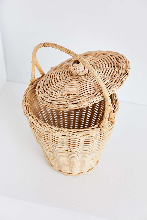 (add a long strap to this basket) -
