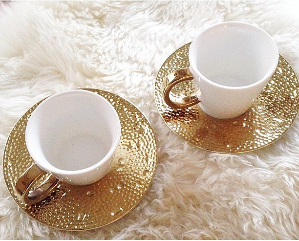 Golden Teacups  (  www.casasugar.com)