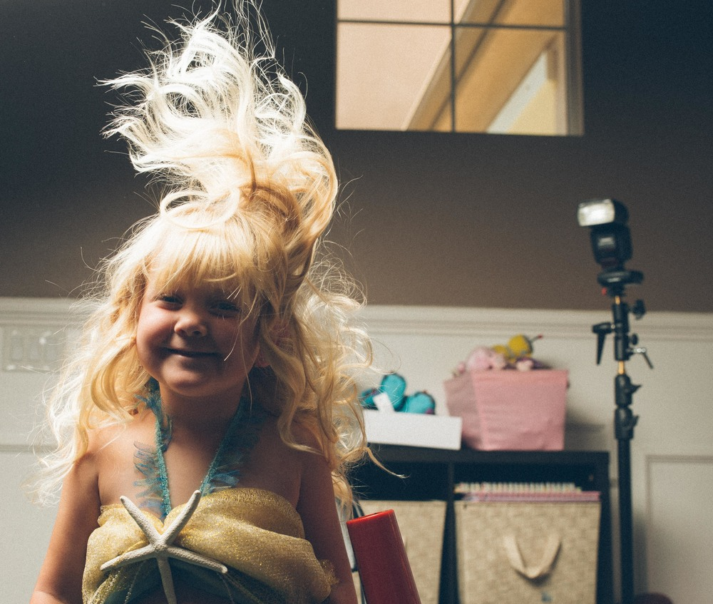 Using a blow dryer to create the effect that her hair is flowing in the water.
