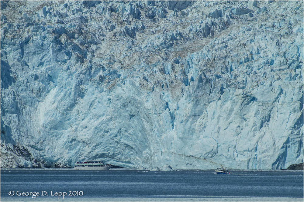 Boats in front of glacier.  © George D. Lepp 2010  L-AK-GE-0017