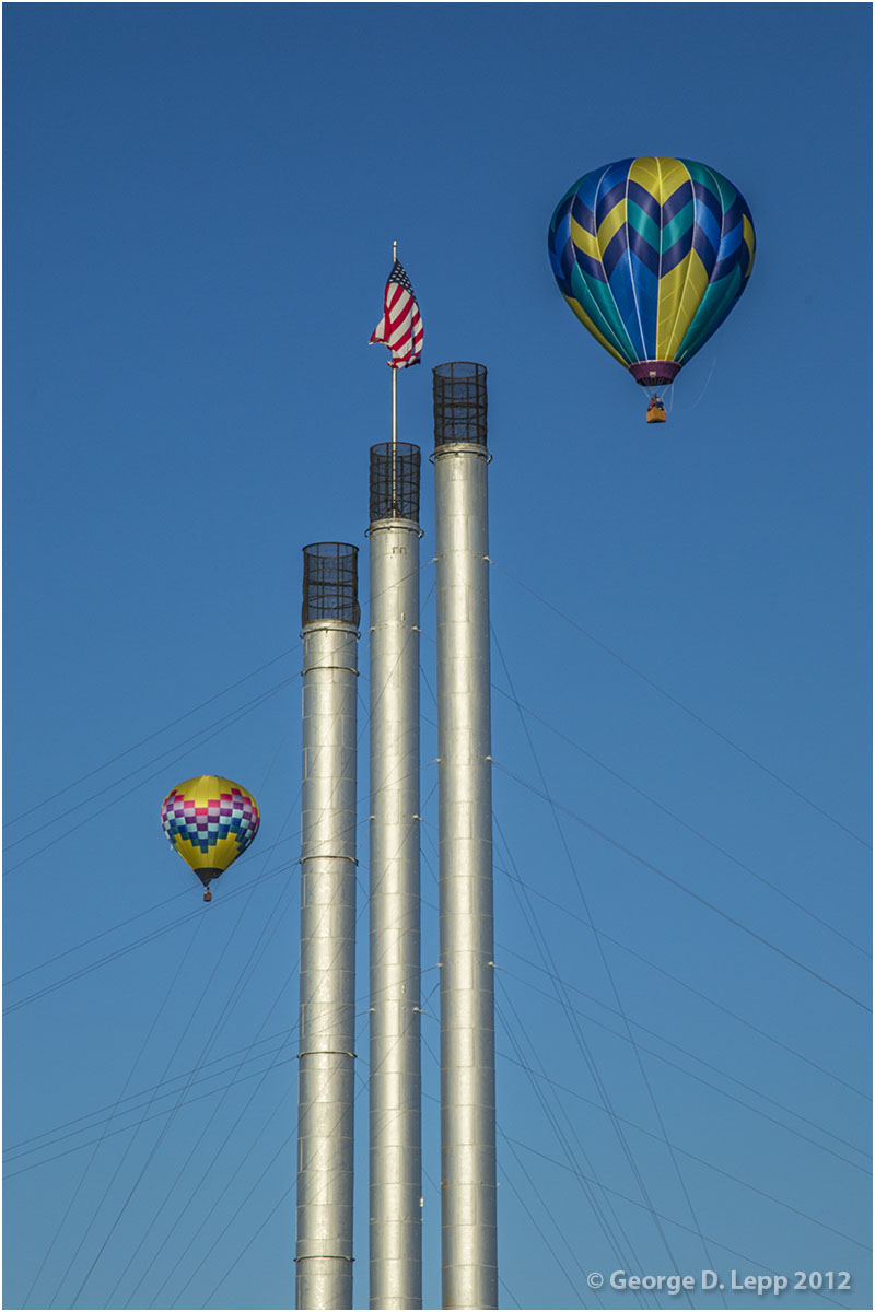 Balloons over the Old Mill Stacks, Bend, Oregon. © George D. Lepp 2012  LO-CE-BE-00047