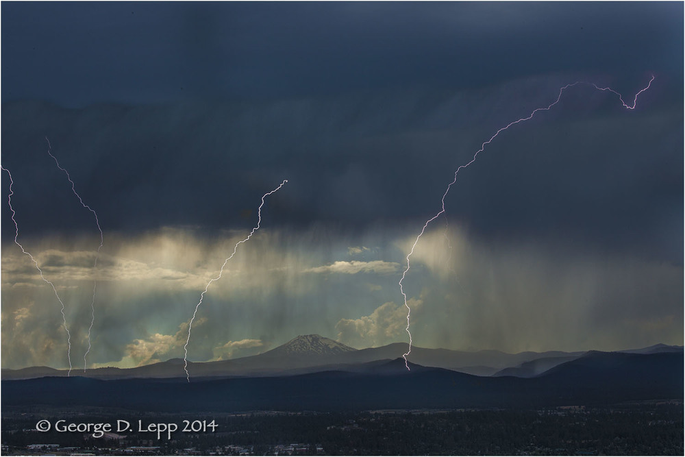 Lightning, Pilot Butte looking west. © George D. Lepp 2014  LO- CE-BE-0137
