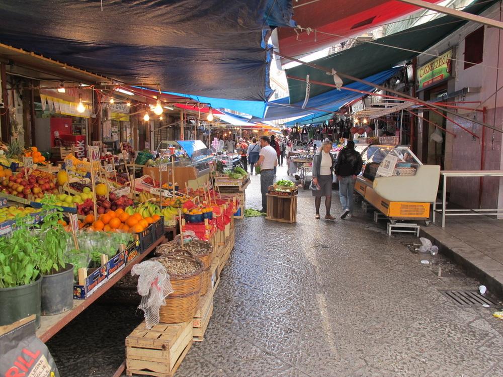 sicily market 1.jpg