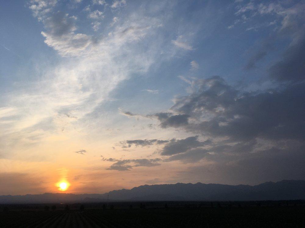 贺兰山的落日