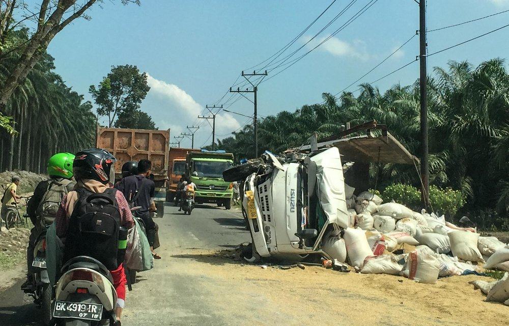 What happens if you don't keep smoking whilst you drive in Indonesia..... Dangerous!