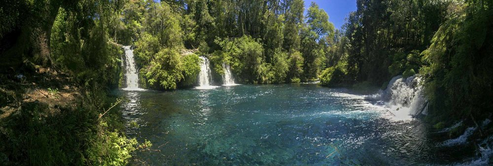 Oooooh a prety pool, with cascades of water.... very nice.... iPhone 6 panoramic.