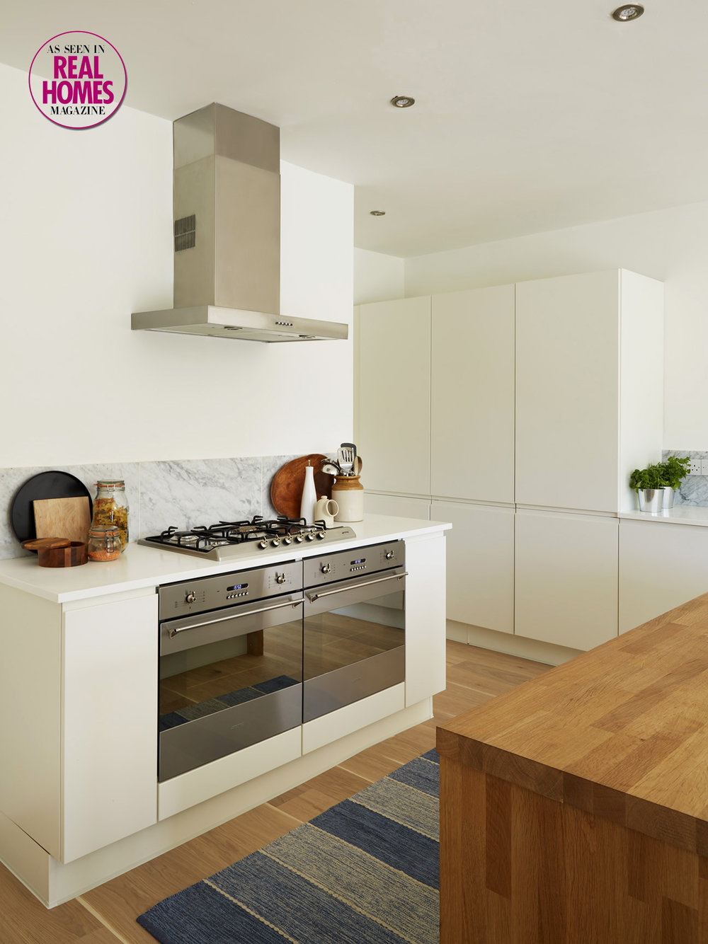 Open plan kitchen cooking area.jpg