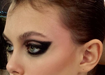 Try This Look!  -  M.A.C Technakohl Liner in GraphblackM.A.C Eye shadow in Carbon