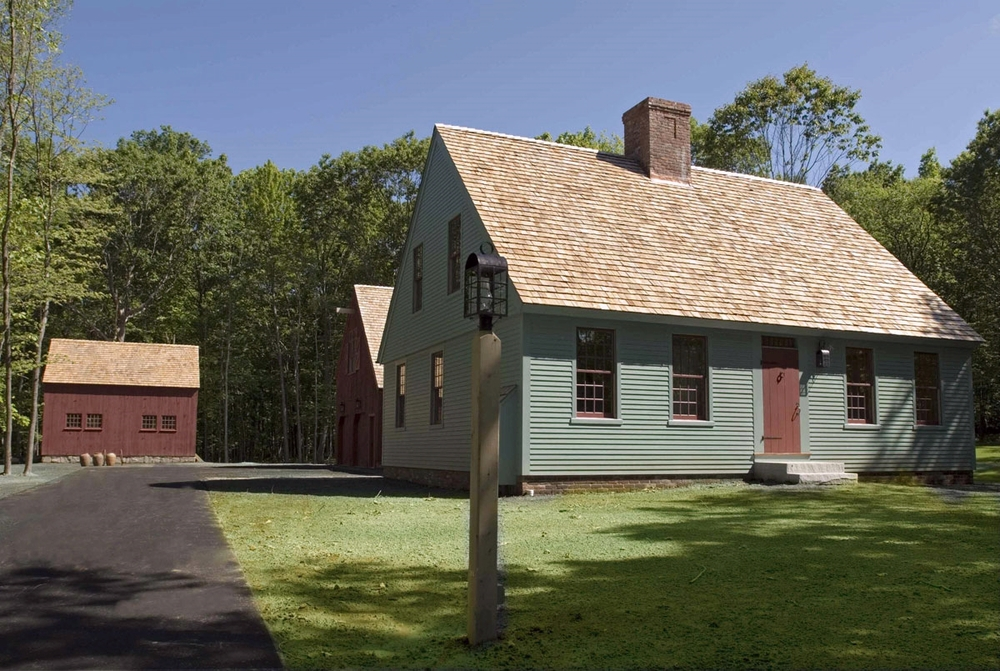 The Cape Colonial Exterior Trim And Siding The Capecolonial Widows And Doors The Capecolonial
