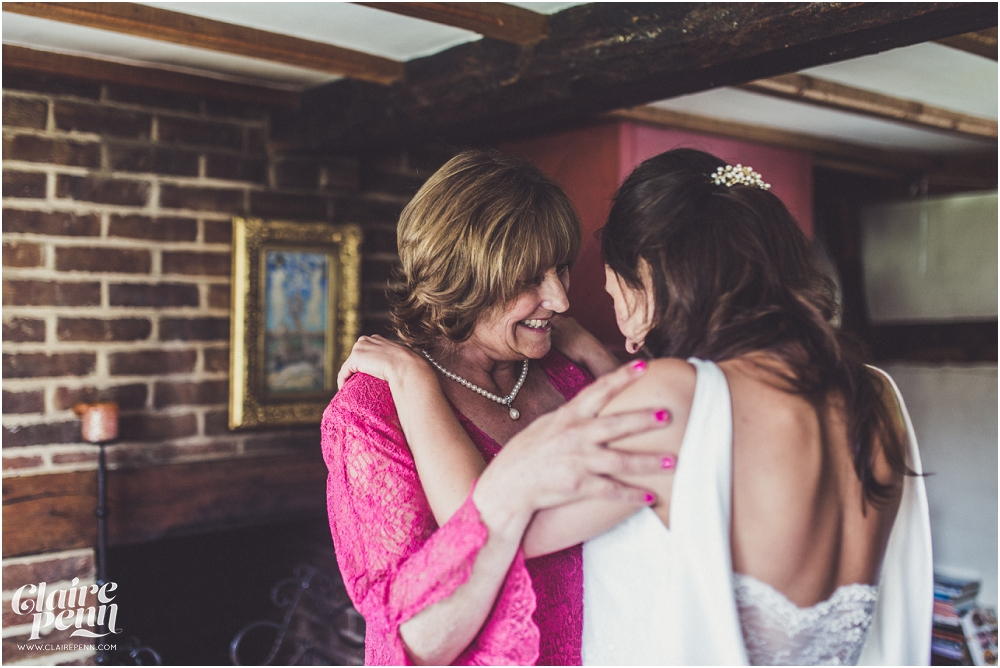 Creative, rustic North Hidden Farm barn wedding in Hungerford Berkshire_0071.jpg