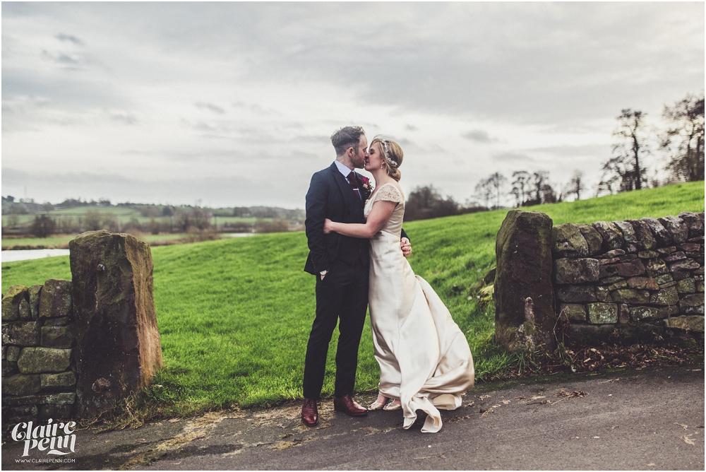 Barn wedding Staffordshire_0030.jpg