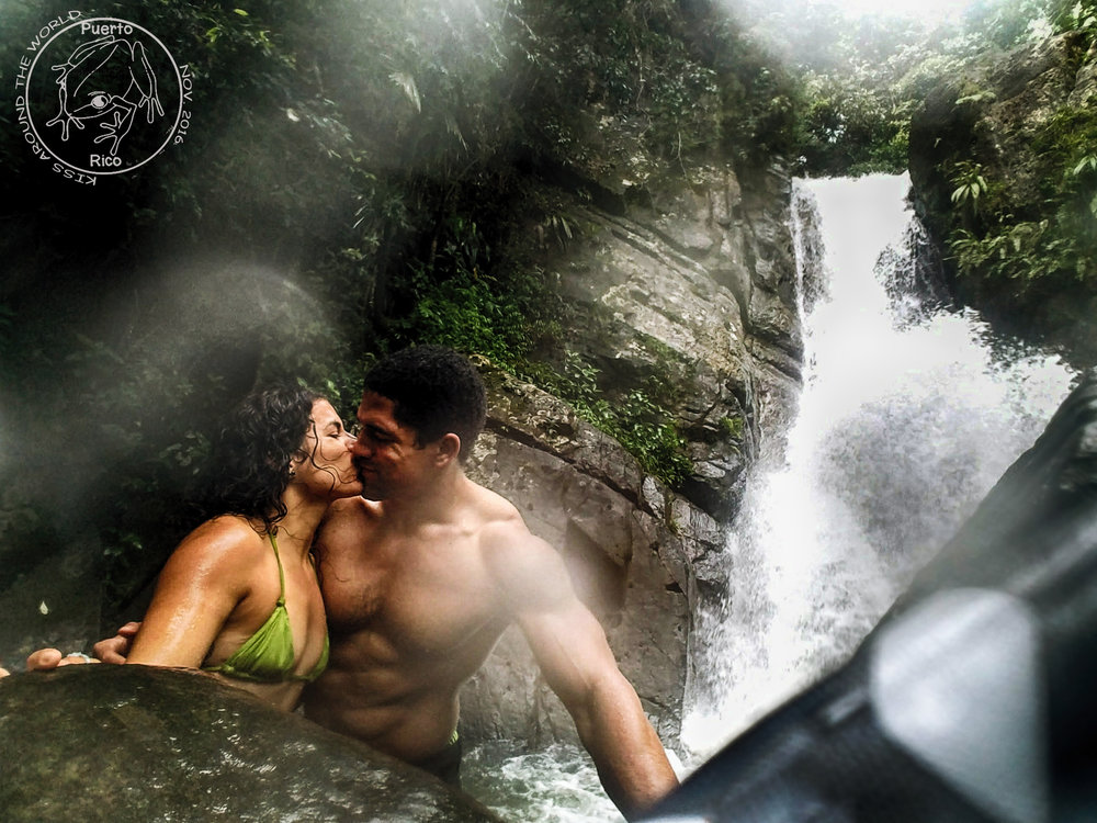 vickygood_photography_puertorico_travel_kiss.JPG