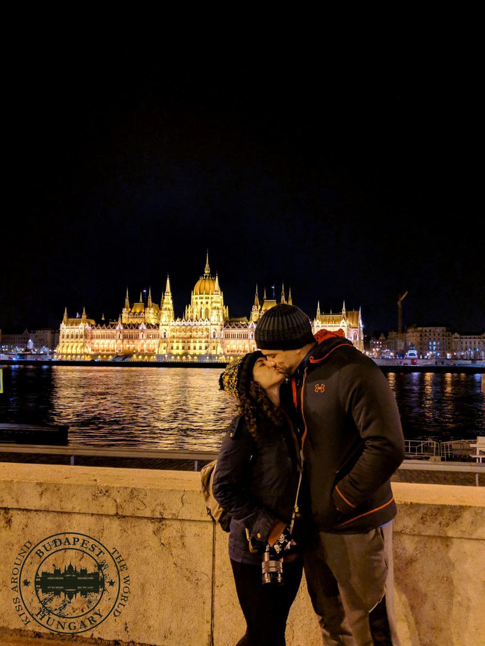 budapest_kiss_around_the_world_vickygood_photography.jpg