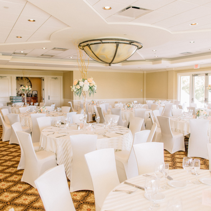 GLEN OAKS COUNTRY CLUB    Glen Oaks is a popular spot for weddings with it's large, bright rooms and outside ceremony space.   – info@glenoakscc.com Website West Des Moines, IA – Venue page coming soon.