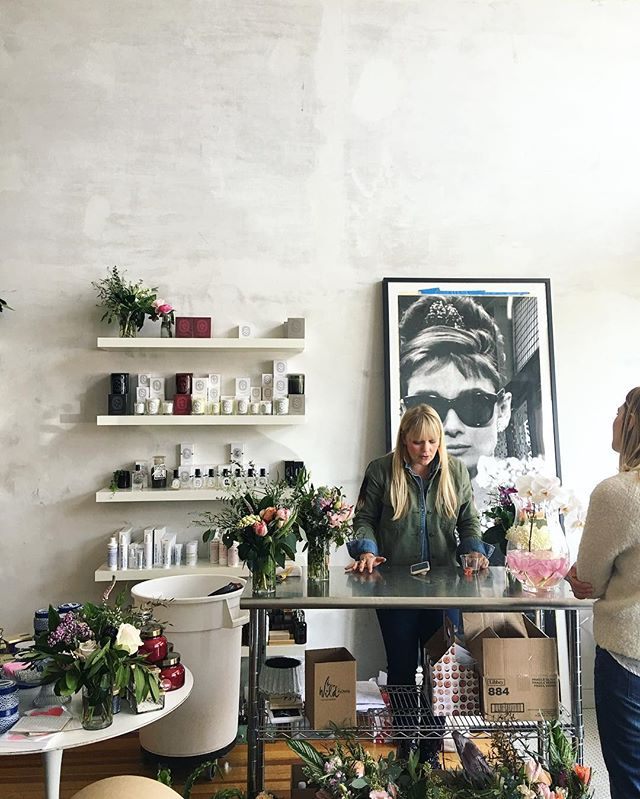 @wildflowerdsm + @edeniowa = 💕 there's still time to get your bouquet..visit Eden before 6 and treat yourself or a loved one to one of Maya & Jen's pretty arrangements. Stopping by is worth it for the smells alone! 😌 #happyvalentinesday #postthepeople