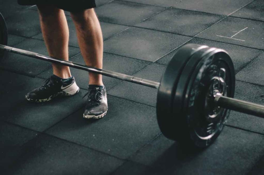https://www.pexels.com/photo/adult-athlete-barbell-body-685530/