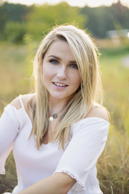 CarolineTeaser1-2450.jpg