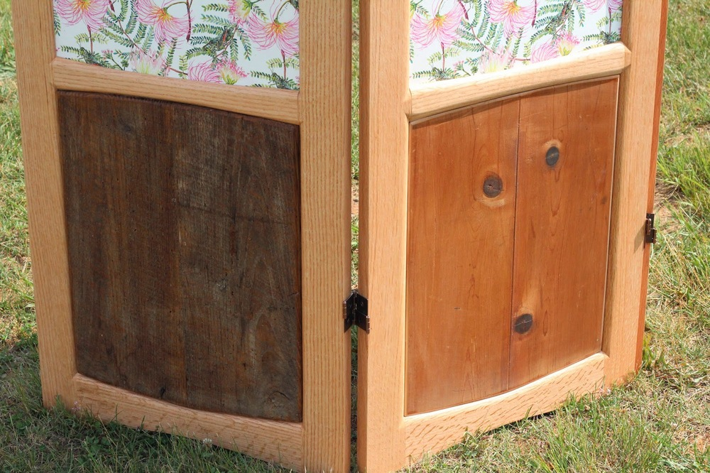 detail of Li'l old fashioned Privacy Screen