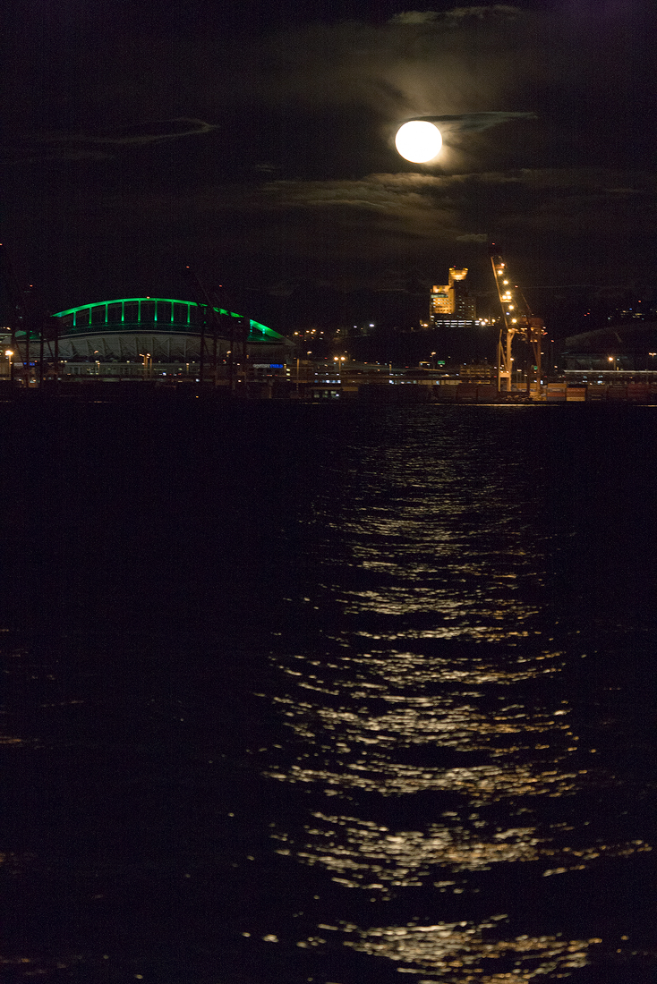 20110218_seattle_skyline_full_moon_0202_Web_1100.jpg