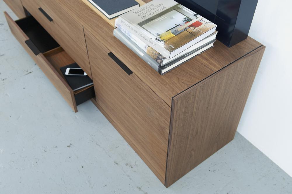 LS08_nut detail styling A Pastoe wandkast design Loncin design meubel zetel Leuven Brussels mechelen antwerpen vlaams-branbant Limburg Hasselt Tongeren Genk Sint-Truiden Zoutleeuw.jpg